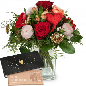 Valentine's Day Bouquet with red roses with bar of chocolate «Heart»